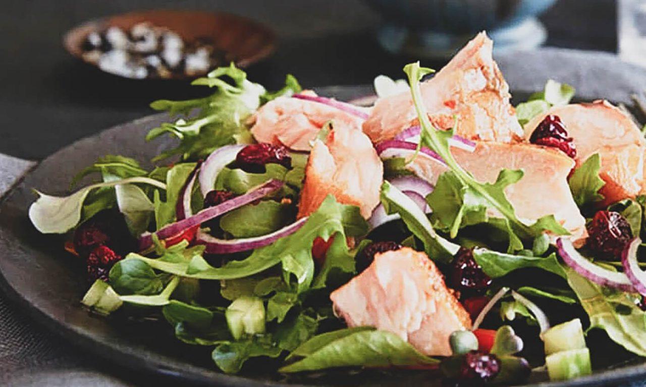 salada salmao rucula 1 1280x768 - Saladas frescas e saudáveis para o verão