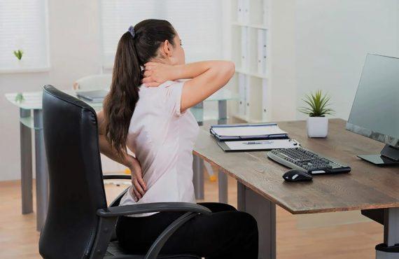 Dores nas costas no trabalho: como aliviar?