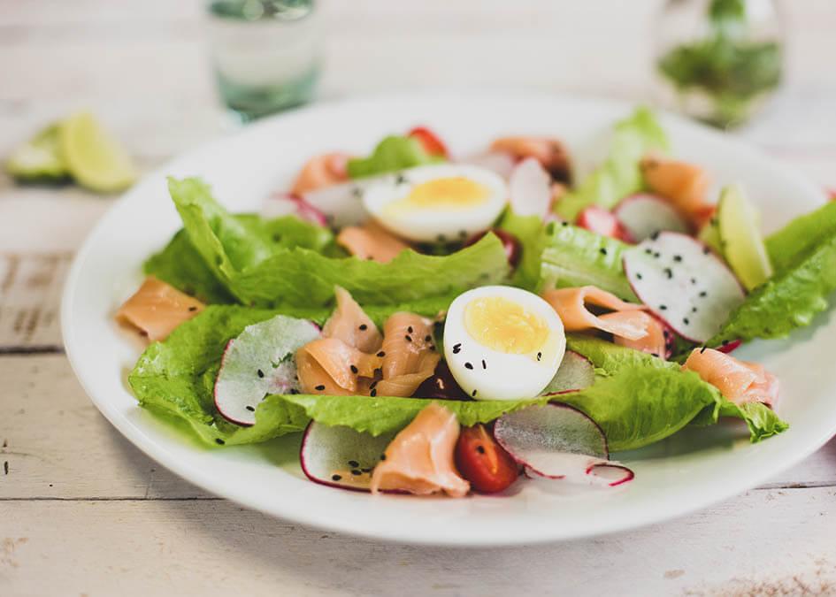 Salada de salmão fumado e ovo