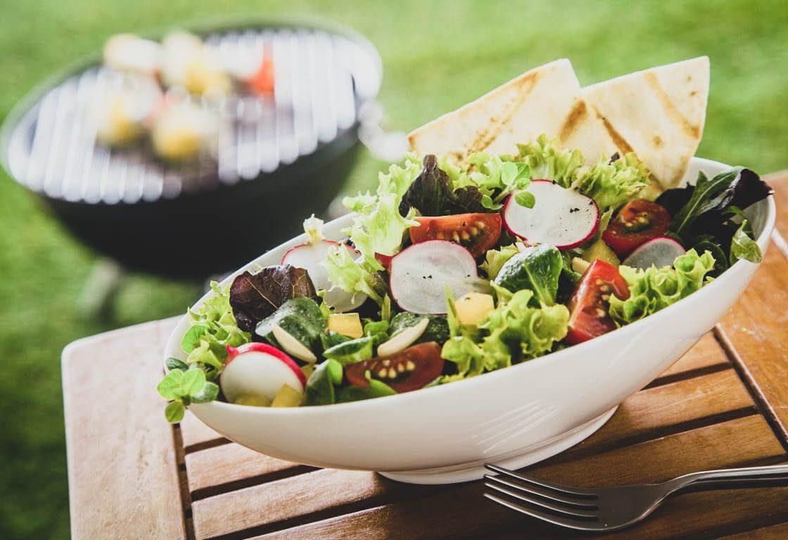 8 receitas de saladas frescas e leves para os dias quentes