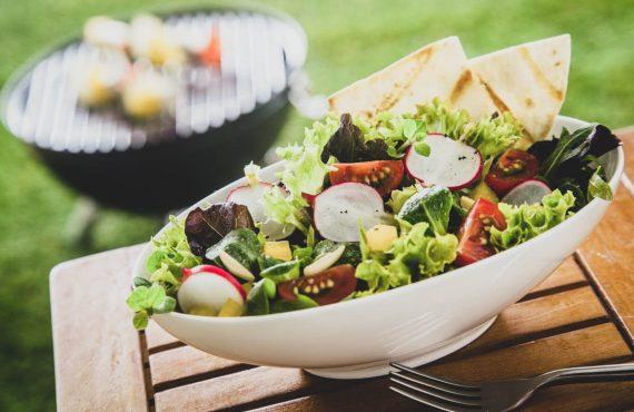 8 receitas de saladas frescas e leves para os dias…