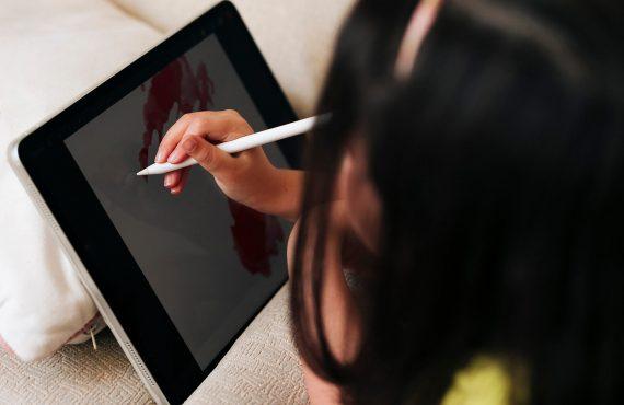 Como limitar o tempo das crianças em frente aos ecrãs