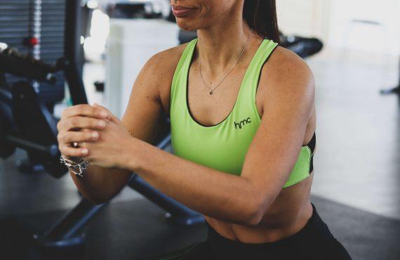 4 exercícios para definir as pernas e glúteos