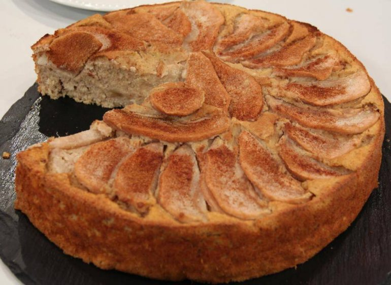 bolo pera aveia canela2 1 770x560 - 3 receitas saudáveis com aveia